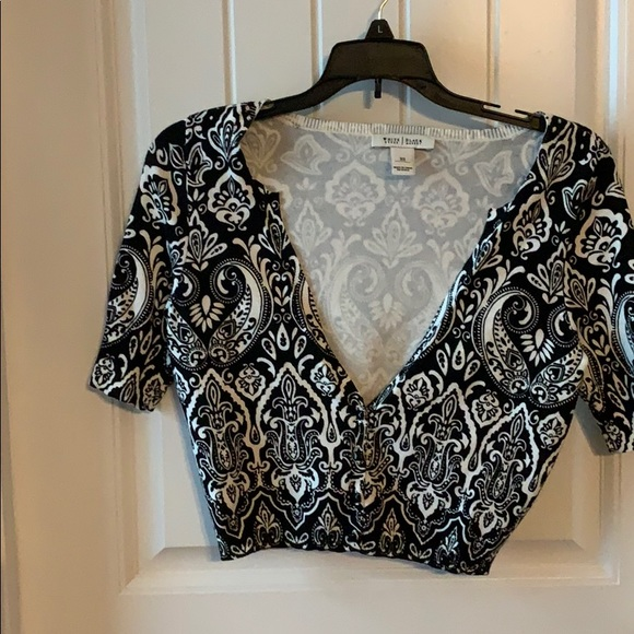White House Black Market Sweaters - Adorable crop sweater